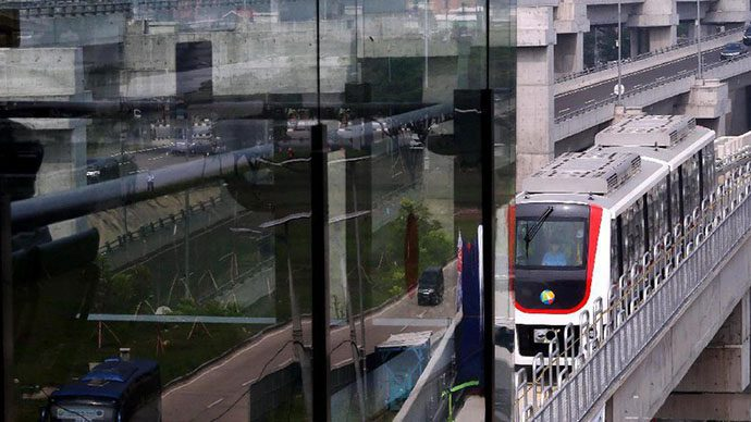 Rini dan Budi Resmikan Skytrain Bandara Soetta