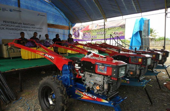 Dukung Pertanian Banggai, Pertamina Serahkan Hand Tractor kepada Kelompok Tani
