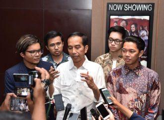 Jokowi Bilang Anak Muda Wajib Nonton Film Yo Wis Ben