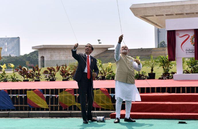 Jokowi Ajak PM India Bermain Layang-layang
