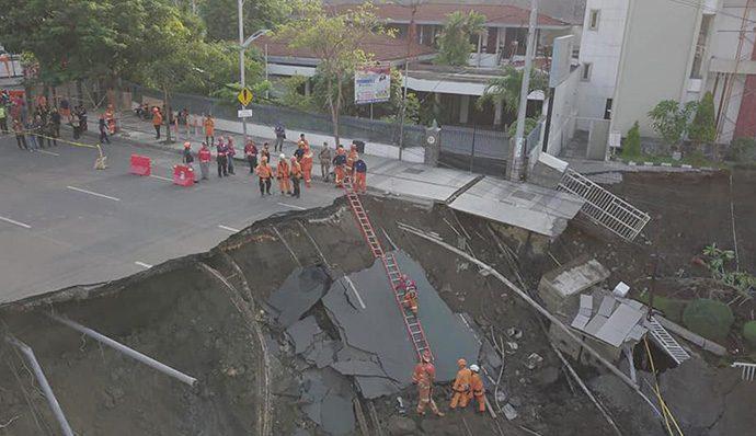 Amblesnya Tanah di Gubeng Surabaya Tak Dipicu Gempa