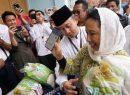 Menteri Rini Soemarno Kenalkan LinkAja ke 1.500 Santri di Pondok Pesantren Buntet Cirebon