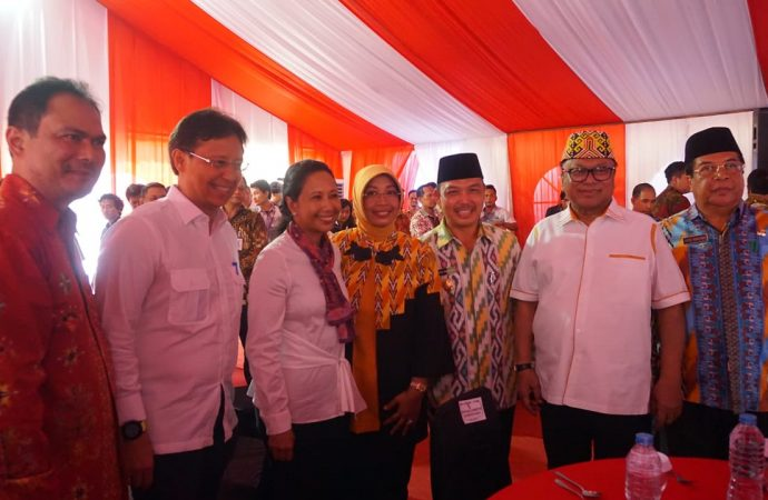 Menteri Rini Resmikan Pencanangan Proyek Hilirisasi Bauksit Jadi Alumina di Mempawah, Kalimantan Barat