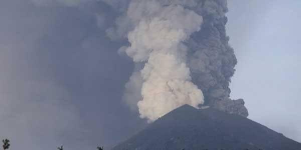 Gunung Agung Kembali Erupsi, Penerbangan Tetap Normal