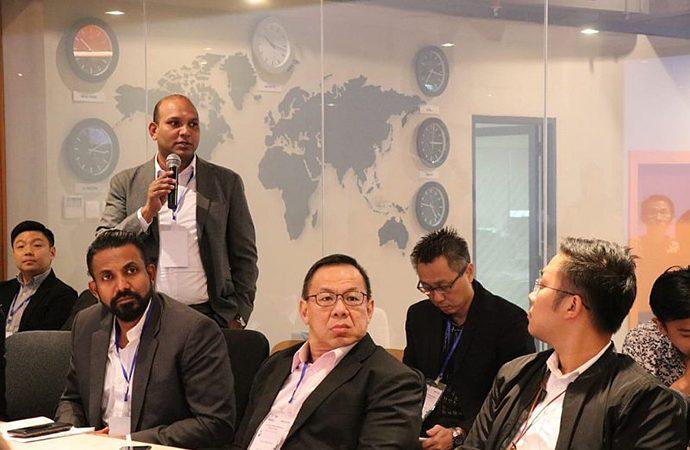 Pengusaha Singapura Layanan Jakarta Investmen Center
