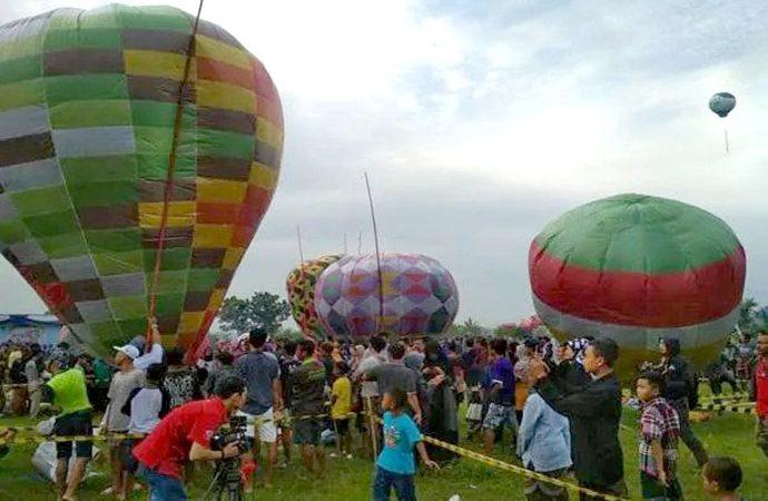 Kemenhub Akan Denda Pelaku Balon Udara Liar Rp1 M