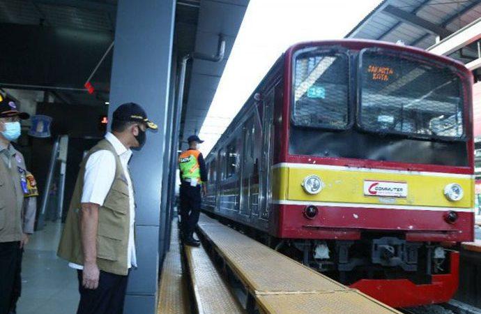 KAI : Antrean di Stasiun KRL dalam Rangka Pencegahan Penyebaran Covid-19