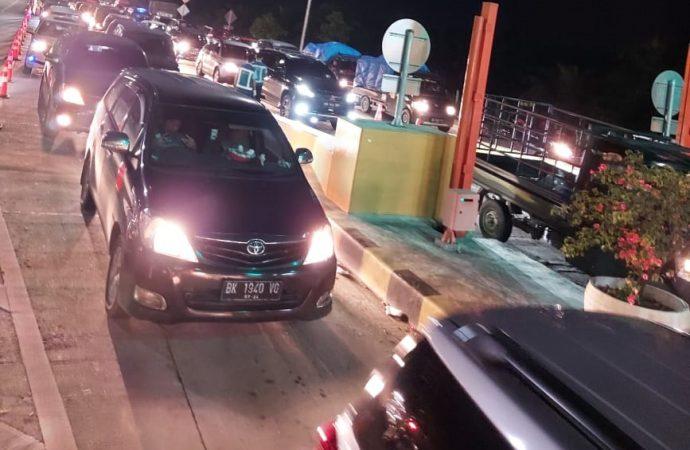 Selama Nataru, JMKT Catat 5.044 Kendaraan Lakukan Top Up di Gerbang Tol