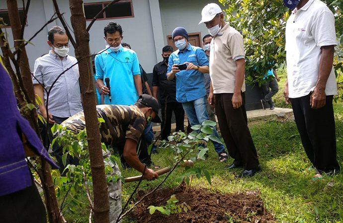 """FP Berdayakan Desa Lewat Program """"Satu Keluarga Satu Pohon Durian."""""""