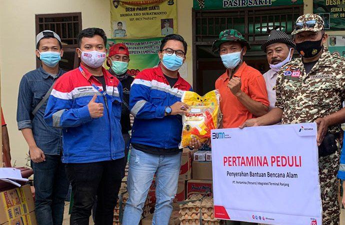 Pertamina Salurkan Bantuan Sembako untuk Korban Puting Beliung Lampung