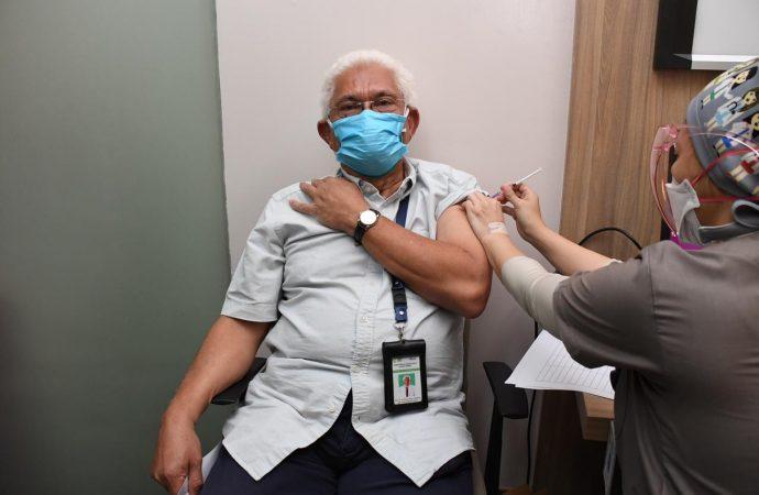 Vaksinasi Dosis Ketiga Untuk Nakes Dimulai